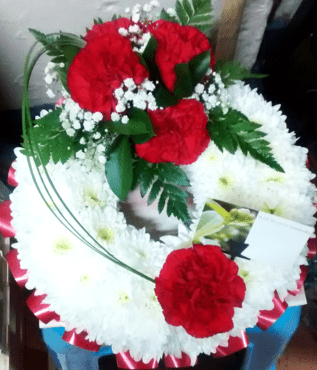 Red carnation funeral wreath-min